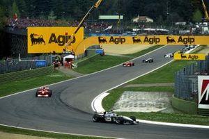 Mika Hakkinen, Mclaren MP4-15 leads at the start