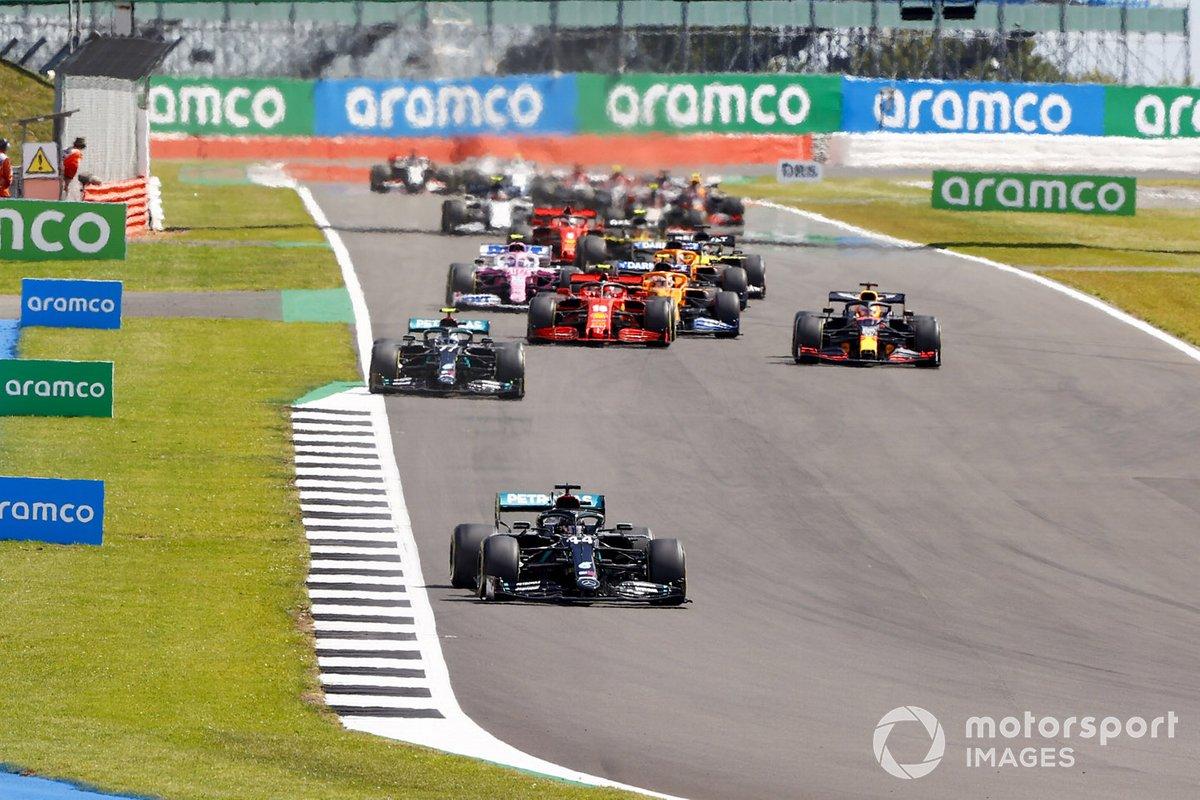 Lewis Hamilton, Mercedes F1 W11 Valtteri Bottas, Mercedes F1 W11 e Max Verstappen, Red Bull Racing RB16 alla partenza della gara