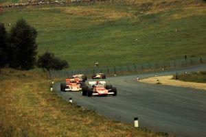 Ignazio Giunti, Ferrari 312B leads local hero Jochen Rindt, Lotus 72C