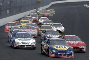 NASCAR-Action auf dem New Hampshire Motor Speedway in Loudon 2002
