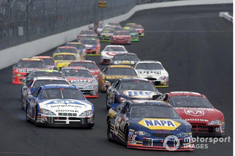 1) Гонка NASCAR в Нью-Гемпшире и гоночный уик-энд в Далласе 16 сентября 2001 года