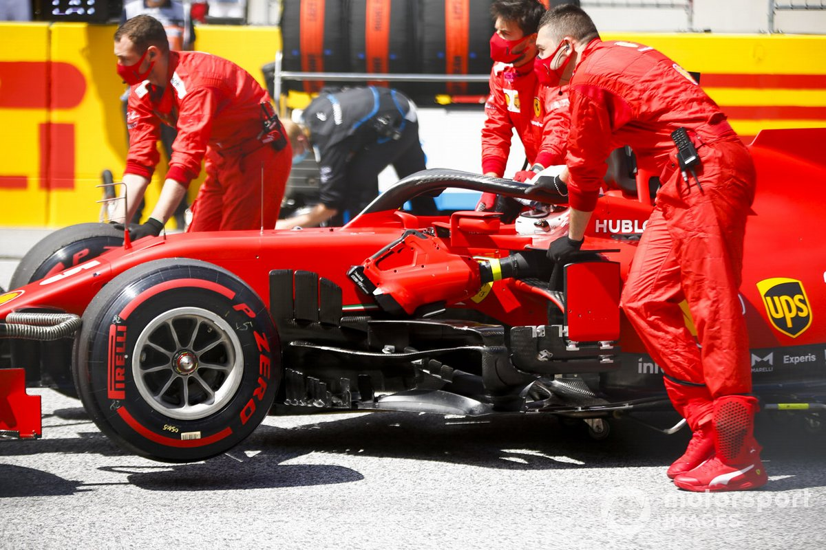 Sebastian Vettel, Ferrari SF1000, arriva sulla griglia di partenza
