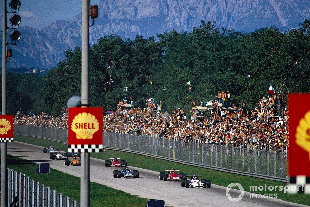 Pedro Rodríguez, BRM P153, Clay Regazzoni, Ferrari 312B y Jackie Stewart, March 701 Ford