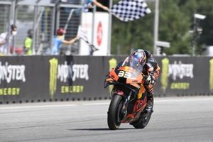 Le vainqueur Brad Binder, Red Bull KTM Factory Racing