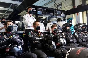 The Mercedes pit crew in the garage with Toto Wolff, Executive Director (Business), Mercedes AMG
