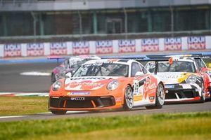 Jesse van Kujik, Team GP Elite, leads Jukka Honkavuori, MRS GT-Racing