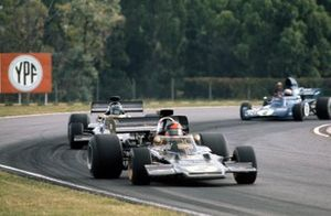 Emerson Fittipaldi, Lotus 72D Ford leads Ronnie Peterson, Lotus 72D Ford