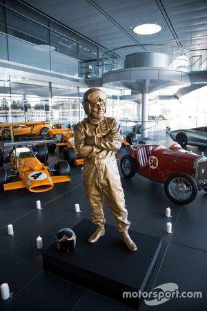 Statue: Bruce McLaren