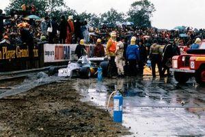 Crash: Wilson Fittipaldi, Copersucar, Fittipaldi FD03, Dave Morgan, Surtees TS16/4