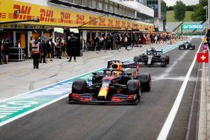 Max Verstappen, Red Bull Racing RB16, Lewis Hamilton, Mercedes F1 W11 and Valtteri Bottas, Mercedes F1 W11