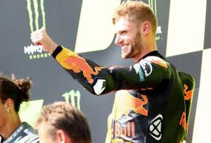 Le vainqueur Brad Binder, Red Bull KTM Factory Racing sur le podium