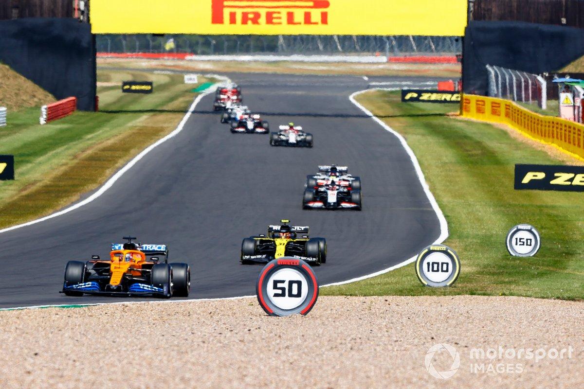 Carlos Sainz Jr., McLaren MCL35, Esteban Ocon, Renault F1 Team R.S.20, Kevin Magnussen, Haas VF-20