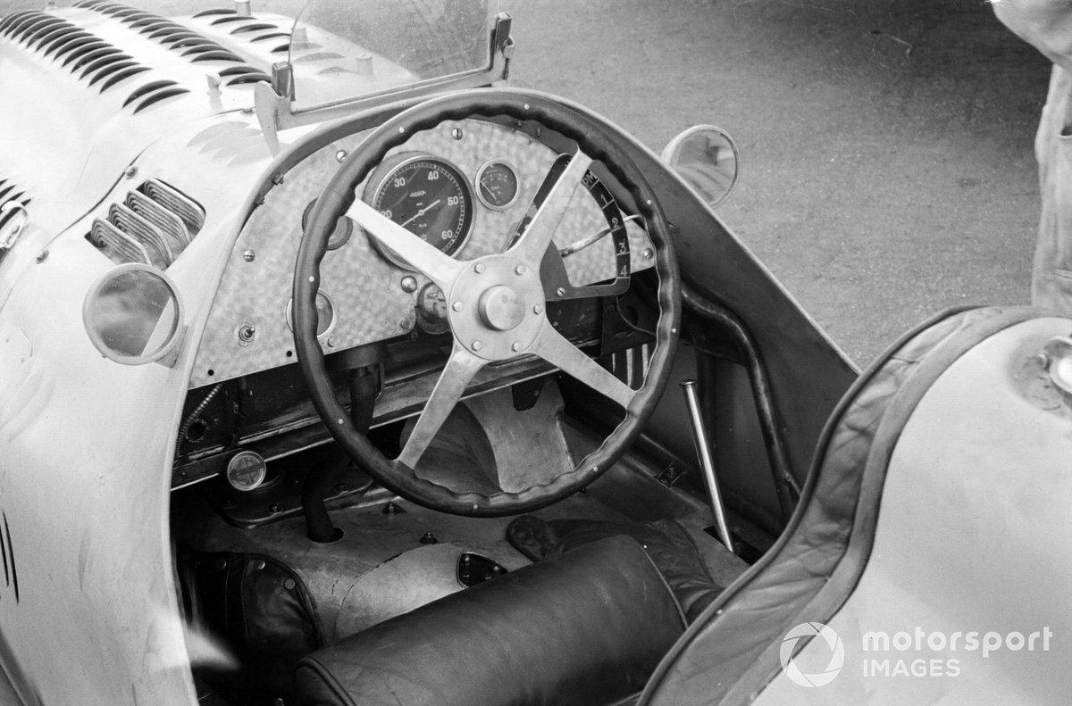 Руль Talbot-Lago T26C-DA на первой гонке Формулы 1 – Гран При Великобритании 1950 года на трассе в Сильверстоуне