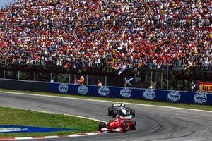 Michael Schumacher, Ferrari F1-2000, Mika Häkkinen, McLaren MP4-15 Mercedes