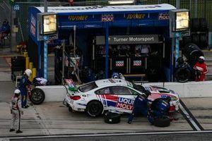 #96 Turner Motorsport BMW M6 GT3, GTD: Robby Foley III, Bill Auberlen, Pit Stop