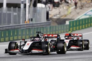 Romain Grosjean, Haas VF-20, leads Daniil Kvyat, AlphaTauri AT01