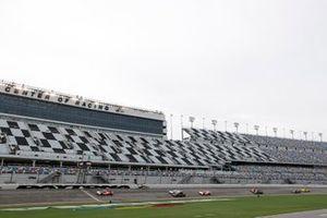 Start zum WeatherTech 240 in Daytona: #7 Acura Team Penske Acura DPi, DPi: Helio Castroneves, Ricky Taylor, führt