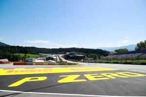 Segnaletica della Pirelli a lato della pista