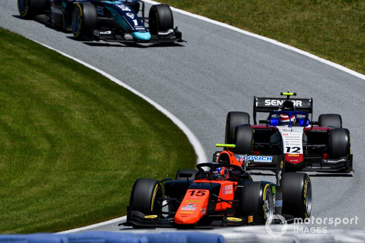 Felipe Drugovich, MP Motorsport, precede Pedro Piquet, Charouz Racing System, e Sean Gelael, Dams