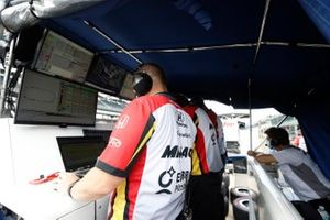 Spencer Pigot, RLL w/ Citrone/Buhl Autosport Honda, engineers