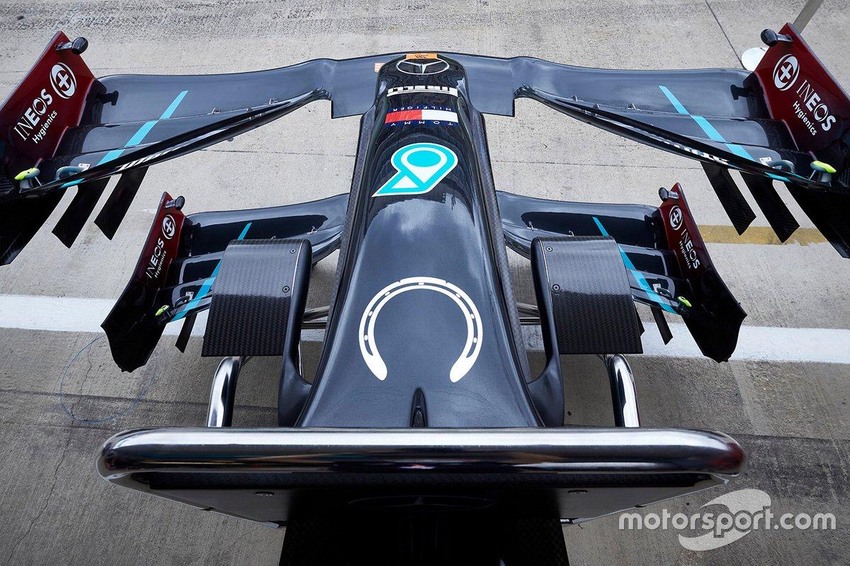 Emblema de la herradura en homenaje a Stirling Moss en el Mercedes F1 W11