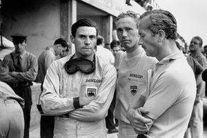 Jim Clark, Lotus, und Mike Spencer, Lotus, mit Colin Chapman