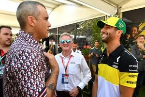 Singer Robbie Williams with Daniel Ricciardo, Renault F1 Team