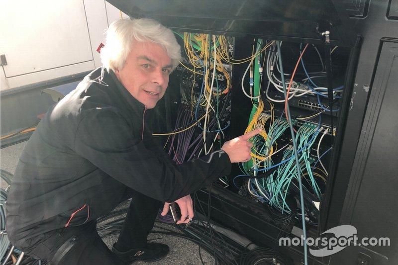 Roberto Dalla controlla il server Formula 1 ai test di Barcellona