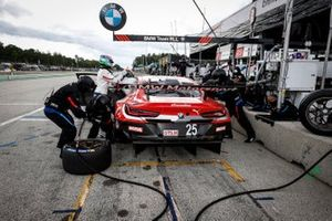#25 BMW Team RLL BMW M8 GTE, GTLM: Connor De Phillippi, Bruno Spengler, pit stop