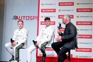 Derek Warwick sul palco con i candidati al premio Martin Autosport BRDC Young Driver Award Jonathan Hoggard e Ayrton Simmons 2019