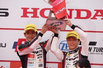 Podium: GT300 winners #11 Gainer Nissan GT-R: Katsuyuki Hiranaka, Hironobu Yasuda