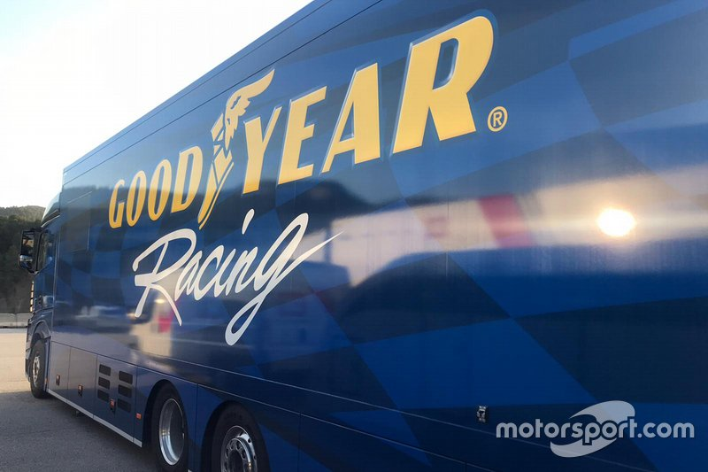 Camion Goodyear