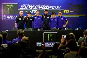 Maverick Vinales, Yamaha Factory Racing, Valentino Rossi, Yamaha Factory Racing, mit Massimo Meregalli, Lin Jarvis, Takahiro Sumi und Jorge Lorenzo