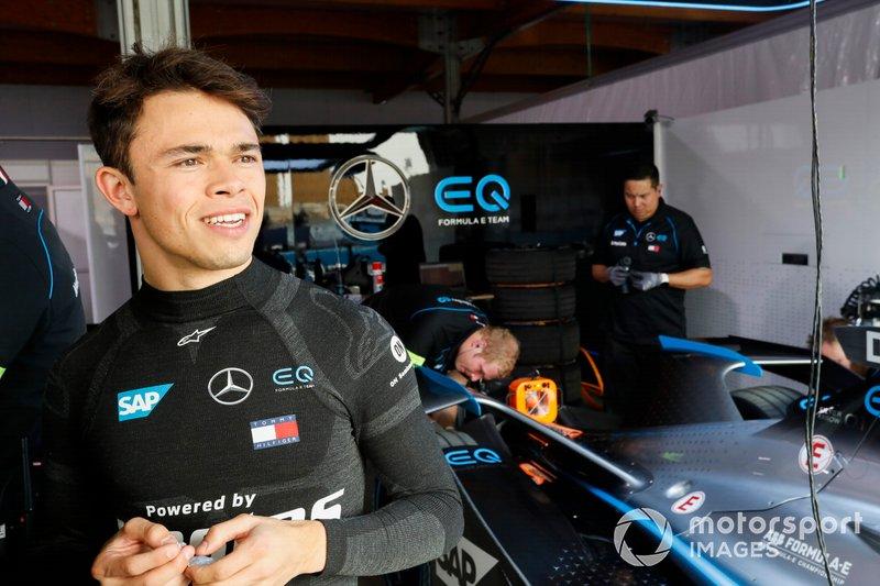 Nyck De Vries, Mercedes Benz EQ nel garage