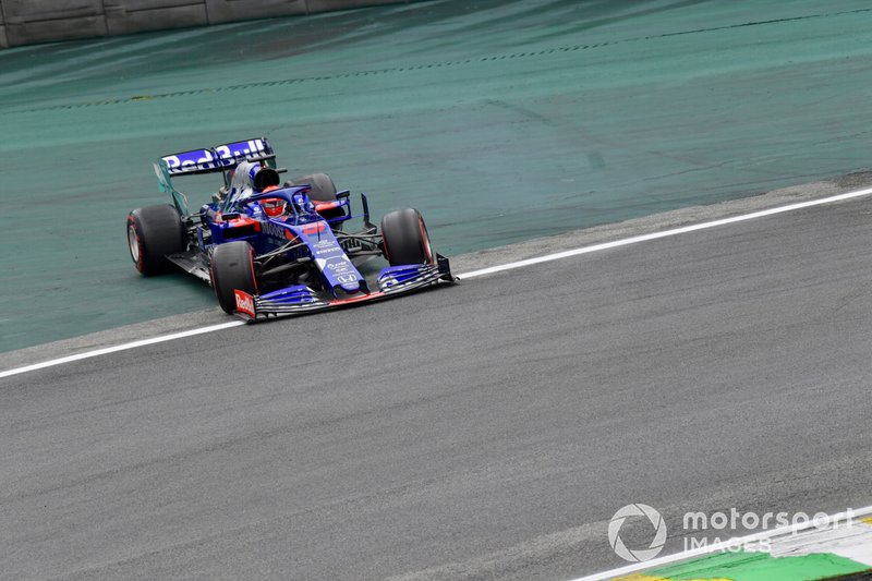 Daniil Kvyat, Toro Rosso STR14, recovers from a spin