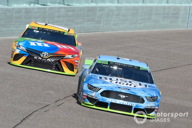 Kevin Harvick, Stewart-Haas Racing, Ford Mustang Busch Light, Kyle Busch, Joe Gibbs Racing, Toyota Camry M&M's