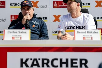 Carlos Sainz et Bernd Rützler lors d'une conférence de presse