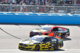 Brad Keselowski, Team Penske, Ford Mustang Alliance Parts, Martin Truex Jr., Joe Gibbs Racing, Toyota Camry Bass Pro Shops