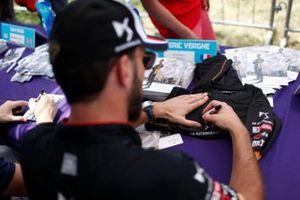 Jean-Eric Vergne, DS Techeetah signs autographs for fans