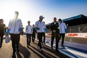Гонщики BMW i Andretti Motorsport Максимилиан Гюнтер и Александр Симс
