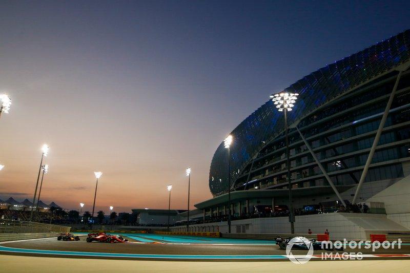 Valtteri Bottas, Mercedes AMG W10, precede Sebastian Vettel, Ferrari SF90, e Alexander Albon, Red Bull RB15