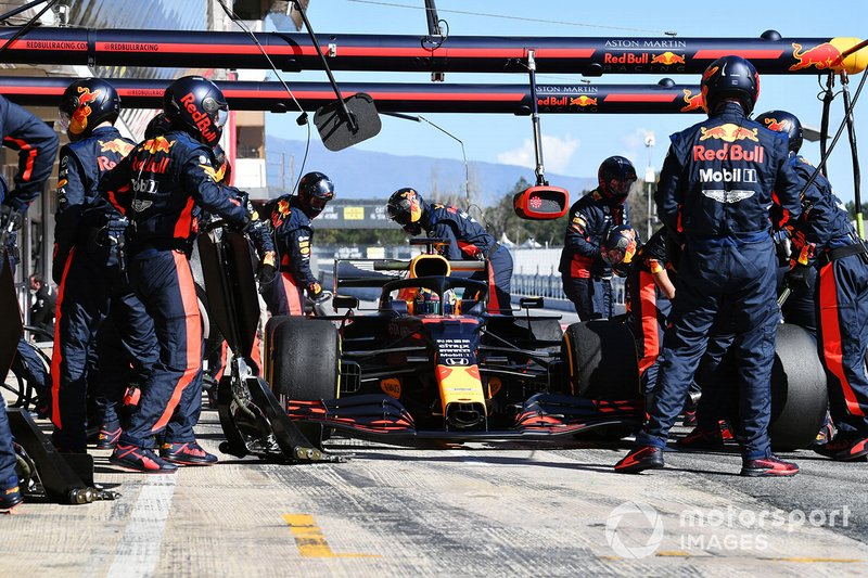 Max Verstappen, Red Bull Racing RB16 pit stop