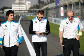 Maximilian Günther, BMW I Andretti Motorsports walks the track with members of his team