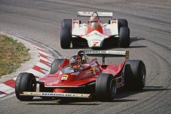 Gilles Villeneuve, Ferrari 312T5, John Watson, McLaren M29C Ford, al GP d'Olanda del 1980