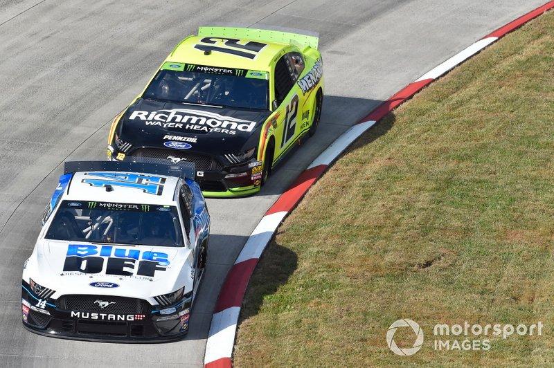Clint Bowyer, Stewart-Haas Racing, Ford Mustang BlueDEF, Ryan Blaney, Team Penske, Ford Mustang Menards/Richmond