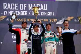 Podium: Race winner Andy Priaulx, Cyan Performance Lynk & Co 03 TCR, second place Rob Huff, SLR VW Motorsport Volkswagen Golf GTI TCR, third place Jean-Karl Vernay, Leopard Racing Team Audi Sport Audi RS 3 LMS