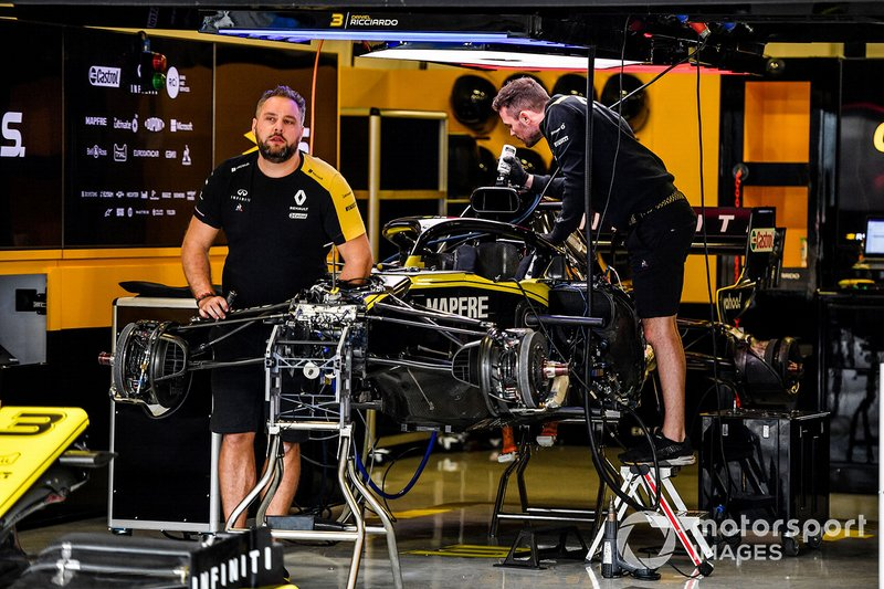 Renault team sets up