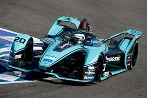 Jamie Chadwick, Rookie Test Driver per Panasonic Jaguar Racing, Jaguar I-Type 4