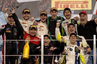 Podio: #46 Monster VR46 Kessel Ferrari 488 GT3: Valentino Rossi, Luca Marini, Alessio Salucci