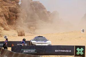 Kyle Leduc, Chip Ganassi Racing, court vers sa voiture pour le changement de pilotes
